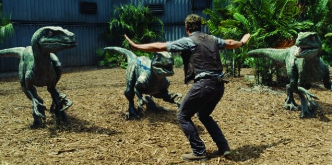 Picture from Jurassic World Sparks New Online Trend with Zookeepers