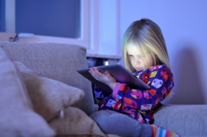 Picture from Pediatricians Say: Max 2 Hours of Screen Time and Keep Electronics Out Of Bedrooms